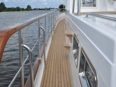 essence-refits-grandbanks46-01